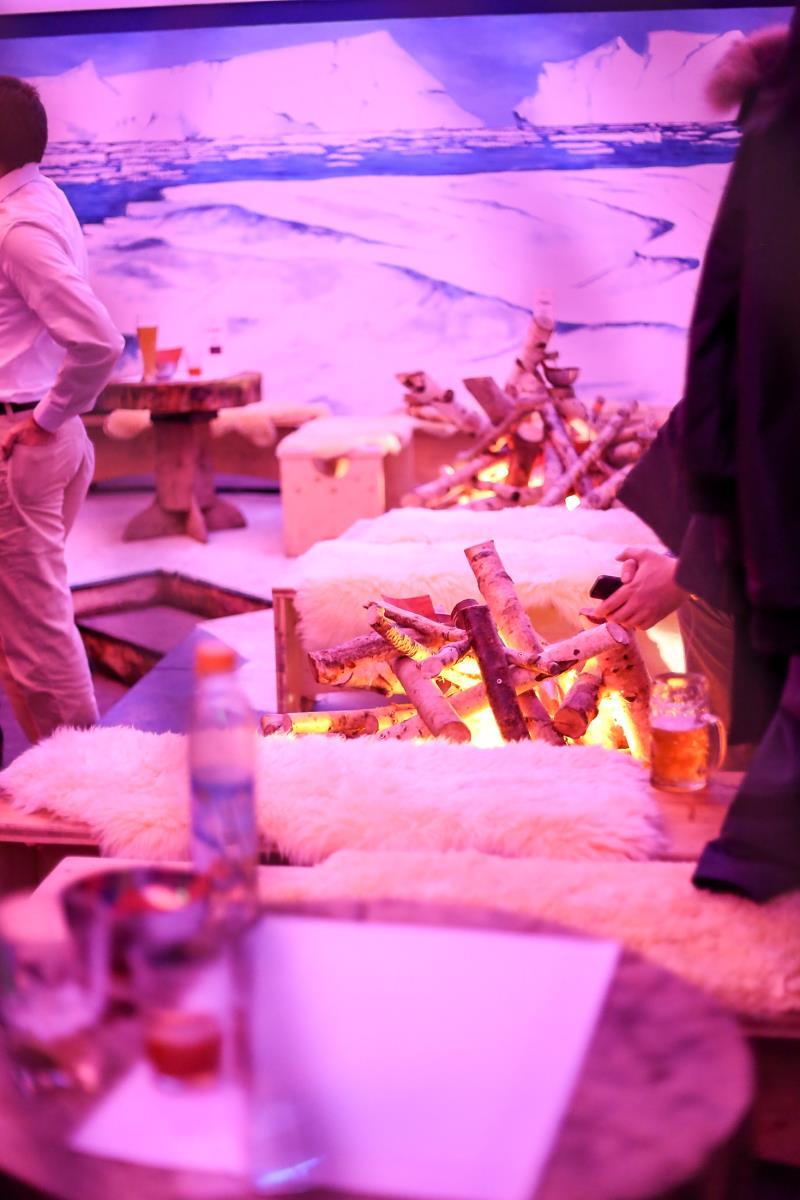 Laden Sie zur Firmen-Weihnachtsfeier in die Eisbären-Lounge auf das Tollwood