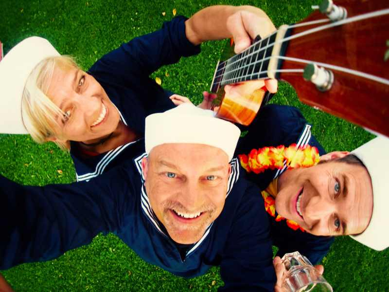 Das Trio The Ukelites spielen Songs zum Tanzen und Zuhören.