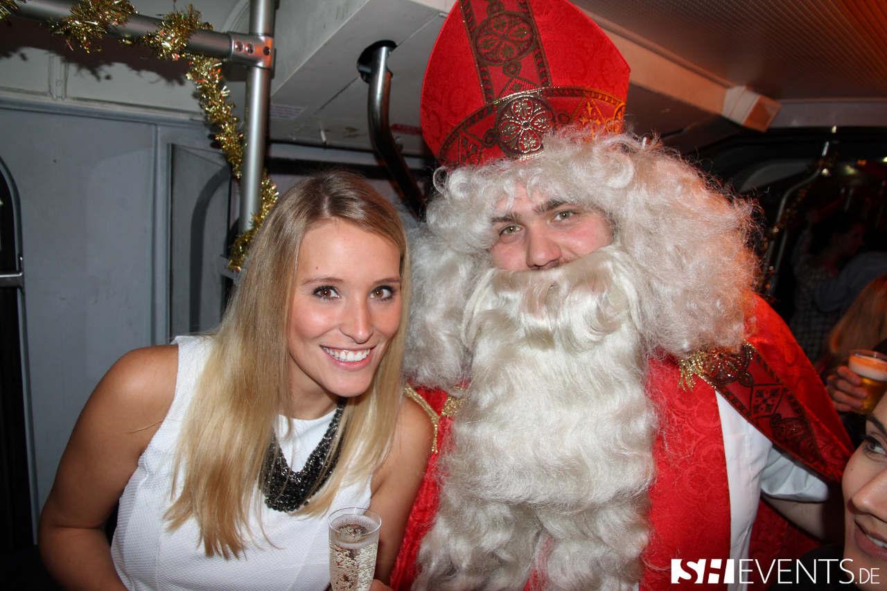 Blonde Frau und Nikolaus