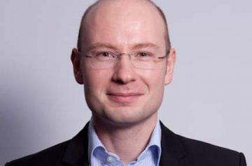 Steuer-Risiken Firmenfeiern: Steuerberater Florian Fischer vor im Profilbild.