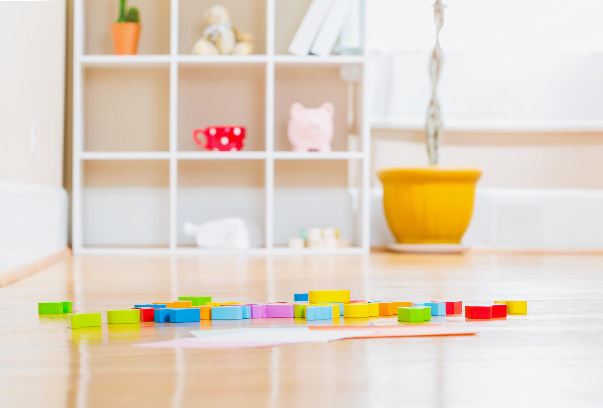 Unterstützen Sie die Eltern ihres Betriebes: Mit dem Spielzeugspeicher und zusammenhängendem Social Team Event machen sie ihr Homeoffice produktiver und können gemeinsam Gutes tun.